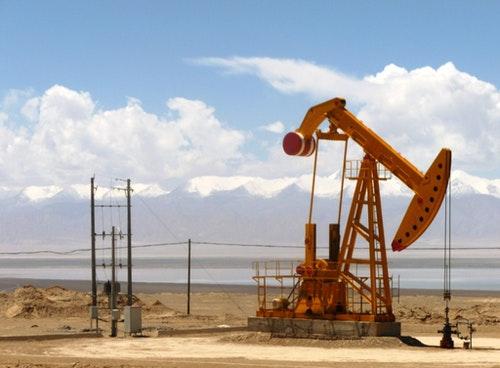 青海柴達木盆地的油井 Photo Credit: John Hill CC BY SA 2.0