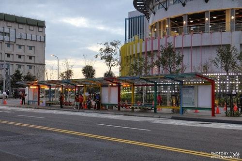 兒童新樂園外的候車亭。Photo Credit:大台北公車路網全覽圖