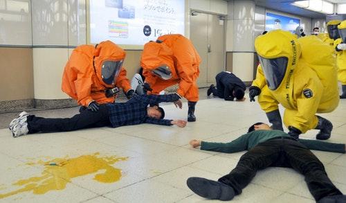 東京地鐵同日也舉行了應對毒氣攻擊的演練。Photo Credit: Reuters/達志影像