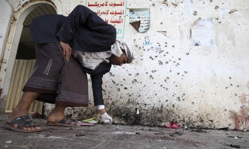 正在調查爆炸現場的鑑識人員。Photo Credit: Reuters/達志影像