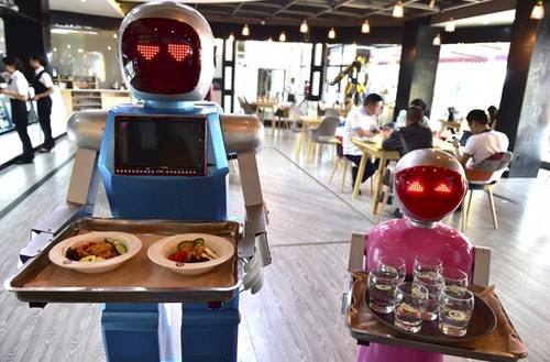 在浙江金華一家餐廳,有家餐廳以夫妻檔機器人送餐作噱頭,提供機器人送餐服務,在中國大陸受消費者歡迎。Photo Credit: Reuters / 達志影像