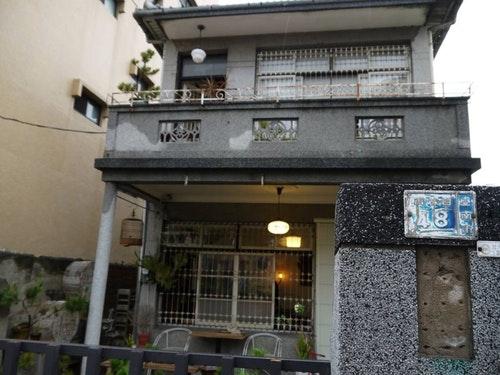 圖說:屋齡超過60年的台南市「鹿角枝」咖啡店。(邱子佳攝)