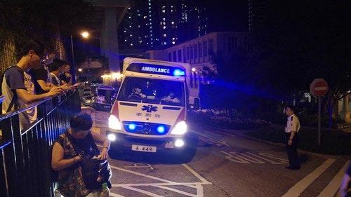 救護車到港大。