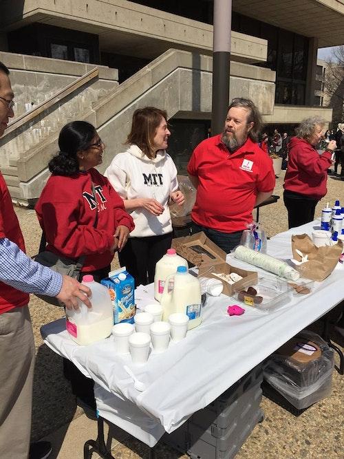 MIT學生自發的活動,提倡健康意識、壓力釋放與健康教育。Photo Credit:<a href=