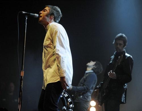 Oasis的主唱Gallagher(左),他在2009年宣布退出Oasis。Photo Credit : AP/達志影像