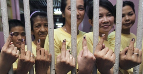 Filipino inmates show their fingers with indelible ink after voting inside a jail in Makati city, metro Manila May 10, 2010. Inmates in the Philippines are allowed for the first time to exercise their rights to vote inside their prison cells. More than 50 million people are eligible to vote for nearly 18,000 local and national positions, and authorities expect a voter turnout of more than 80 percent. . REUTERS/Romeo Ranoco (PHILIPPINES - Tags: POLITICS ELECTIONS IMAGES OF THE DAY) - RTR2DOO3