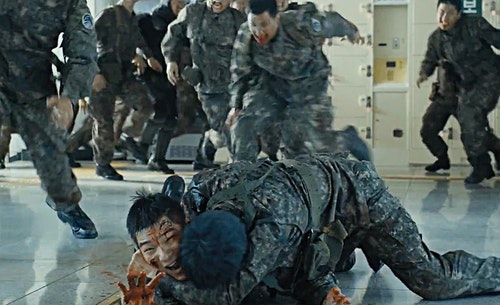 屍速列車 Train-To-Busan-Zombie-Attack-Bite