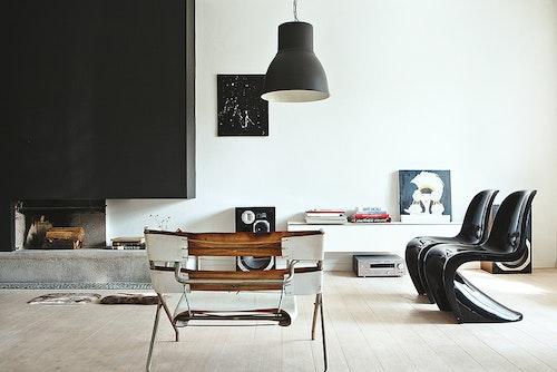 black-Panton-S-chair-living-room-design-