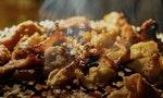 熱騰騰的炭烤豬大腸,溫暖了那道裂開大地的傷痕