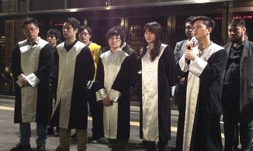 協助陳抗民眾的律師(左到右):丁穩勝、陳又新、黨苴睿、李菁琪和劉冠廷。