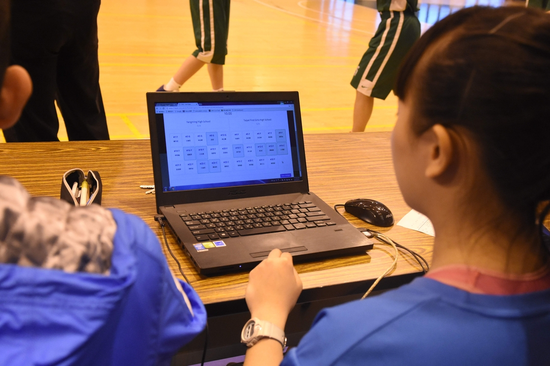 學生操作即時數據軟體照片004