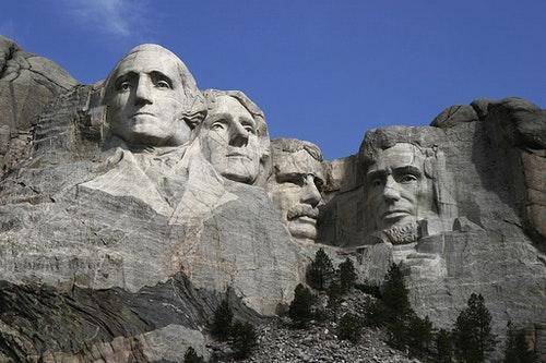 拉什莫爾山國家紀念公園 The Mount Rushmore Monument as seen from the viewing plaza.