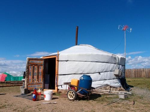 2蒙古包、大草原、牛羊馬兒,還有牧民直至今日,仍過著逐水草而居的生活,不過現在蒙