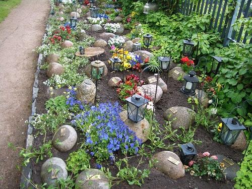 1200px-Helsinki-cemetery-mini-gravestone
