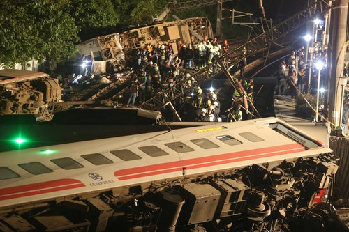 普悠瑪火車宜蘭出軌翻覆