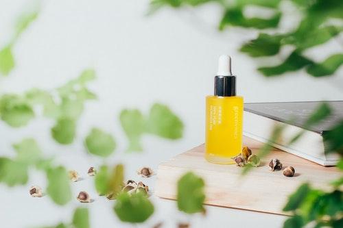綠藤生機奇蹟辣木油具有_70%_高油酸特性,不粘膩好吸收