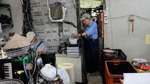 Tzu_Chi_recycling_center_-_tapes