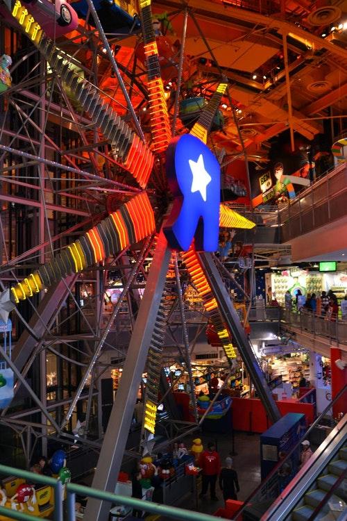 ToysRus_New_York_Flagship_store_interior