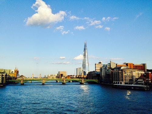 6__泰晤士河畔可見造型鮮明的碎片大廈