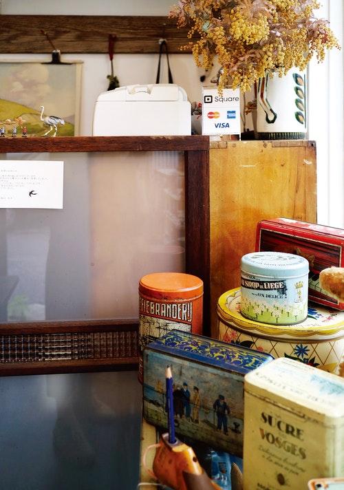 【圖說】書店3_1_TSUBAME_MÄRKET_蒐集的各種歐洲復古小物。