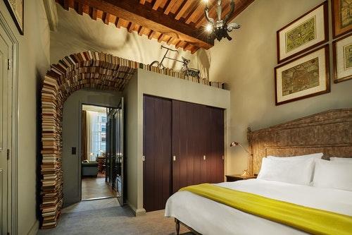 suites-book-collectors-suite-bedroom-152