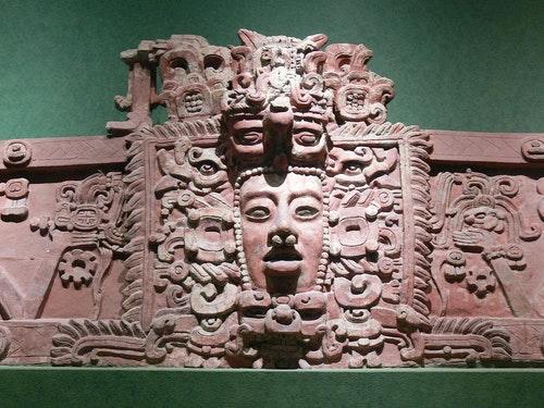 1920px-Maya-Maske