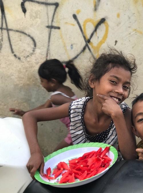 TL-Bobonaro-Kids-playing-on-roadside