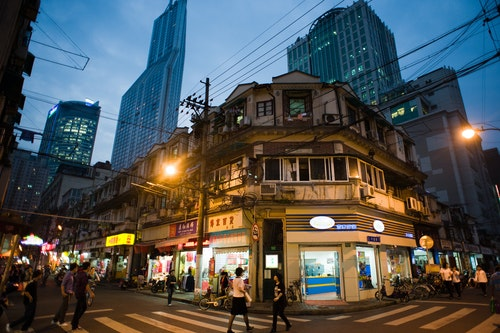 Streets_of_Shanghai_at_night,_China,_Eas