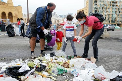 黎巴嫩全國示威抗爭民眾自動撿拾垃圾回收