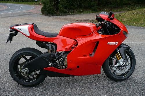 1024px-Ducati_Desmosedici_RR