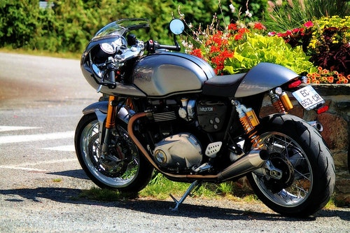motorcycle-1589146_1280