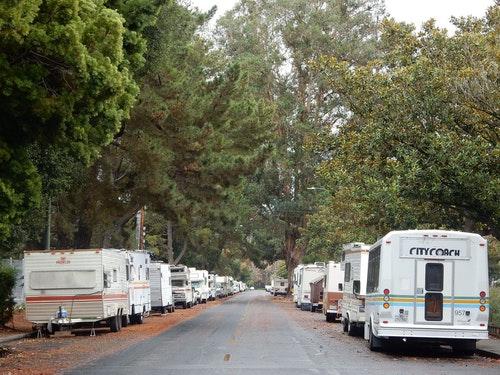 矽谷山景城一處露營車聚集地