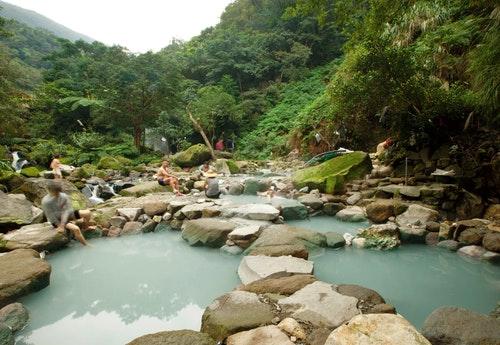 圖說:八煙溫泉有由湯友們自動自發所整理出臺灣最具規模的野溪溫泉池