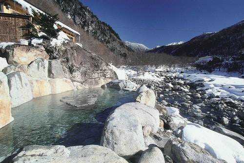 p_38_浦田川與露天浴池(槍見館提供)