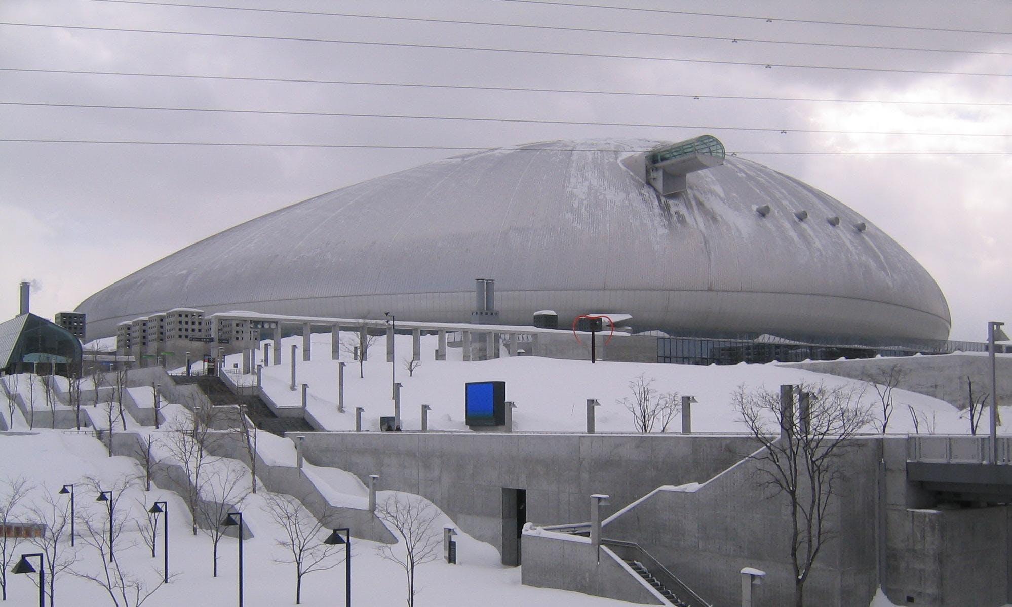 Sapporo_Dome_-_panoramio_-_Nagono