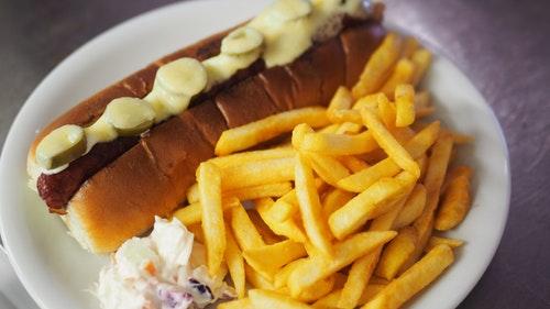 chilli-hund-hotdog-hotdog-und-chips-1059