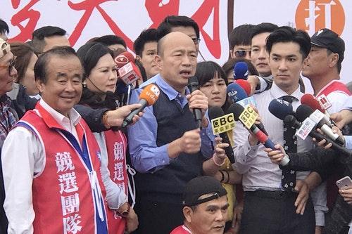 謝龍介衝選票 韓國瑜站台