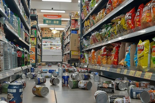 花蓮強震 宜蘭超商物品散落一地(1)