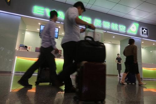 長榮空服罷工首日 估33航班恐受影響(2)