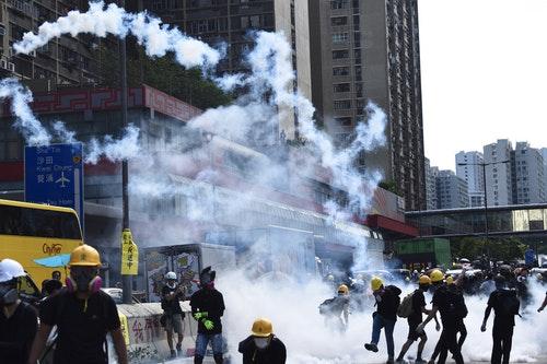 香港7區集會出現衝突(2)