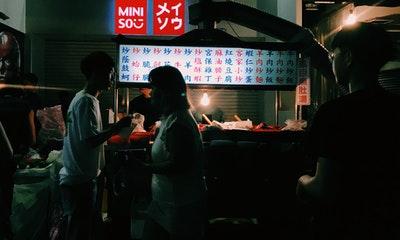 深夜快炒之旅 夜市打烊後才營業,出沒在士林夜市深處的神秘午夜快炒餐車