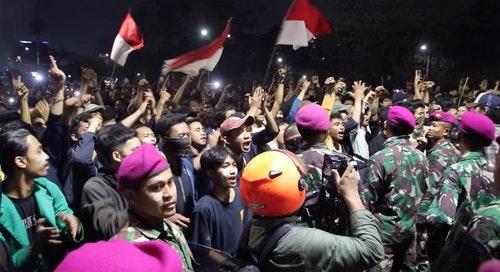 印尼大學生與隊種部隊對峙