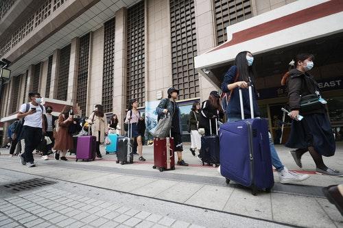 學團募資返鄉列車 助青年學子回家投票(2)