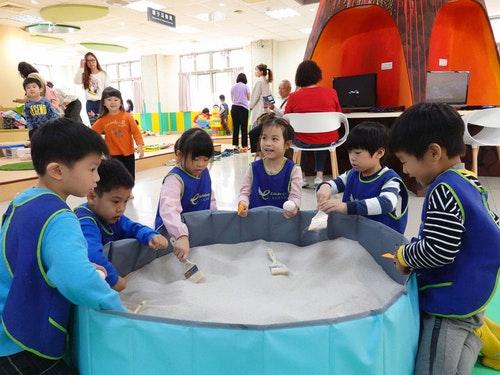 蘆洲兒童親子分館重新啟用 化身恐龍樂園(1)