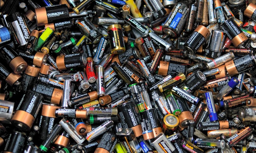 別把廢電池當塑膠!回收做得好,環境危機也能變商機