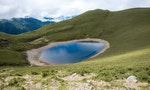到海拔3300公尺的高山上,尋找閃閃發光的天使眼淚:嘉明湖登山路線全攻略