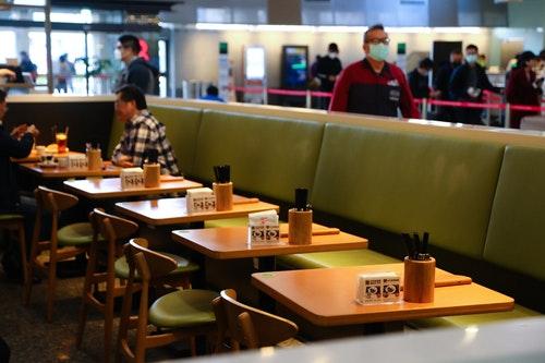 武漢肺炎疫情衝擊 松機餐廳尖峰時段空位多