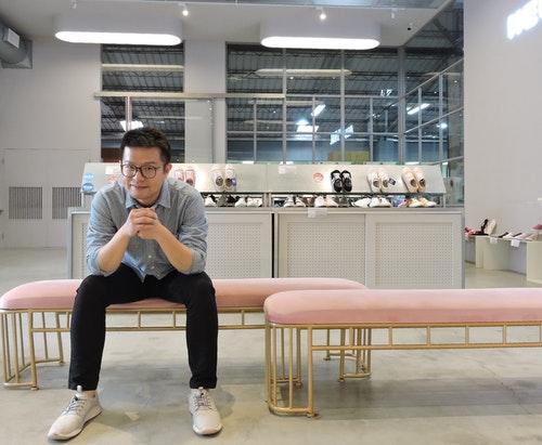 圖一、洪宋鴻帶領女鞋品牌FMshoes成功轉型,在中台灣打造第一間實體門市
