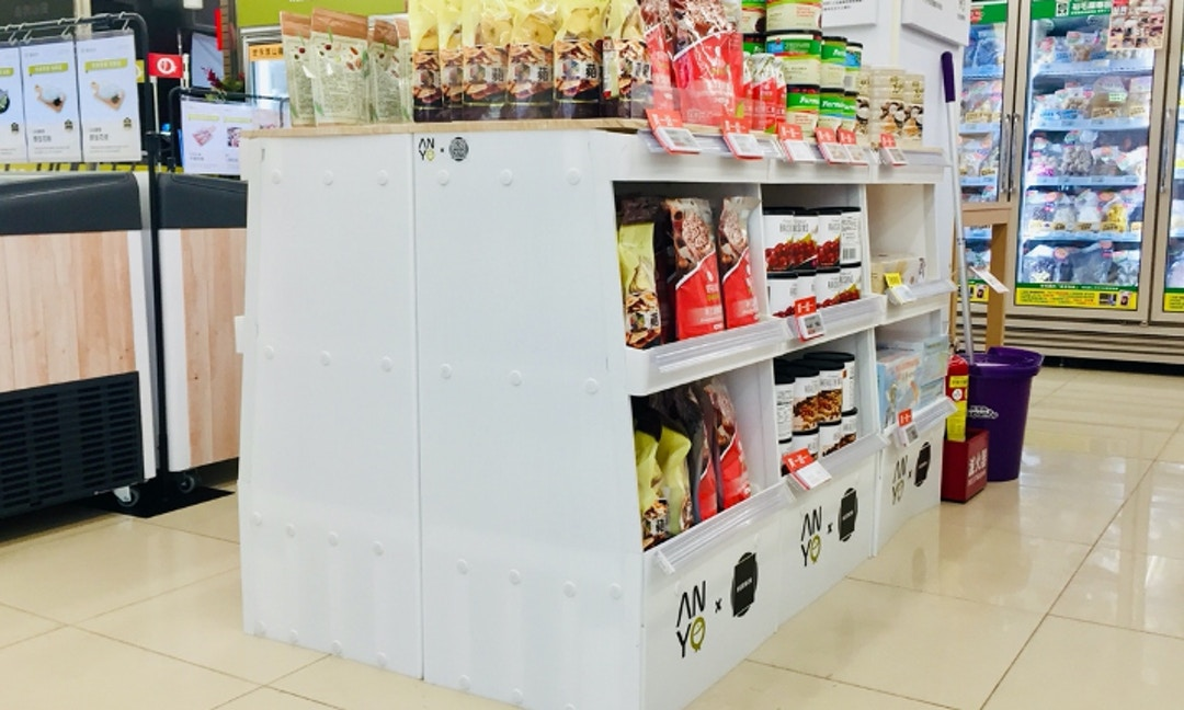 塑膠也可以很環保!健康生鮮超市展架竟來自廢棄飲料杯