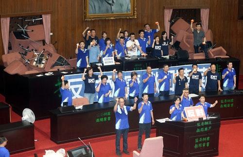 國民黨占立院議場  可能超過3天3夜